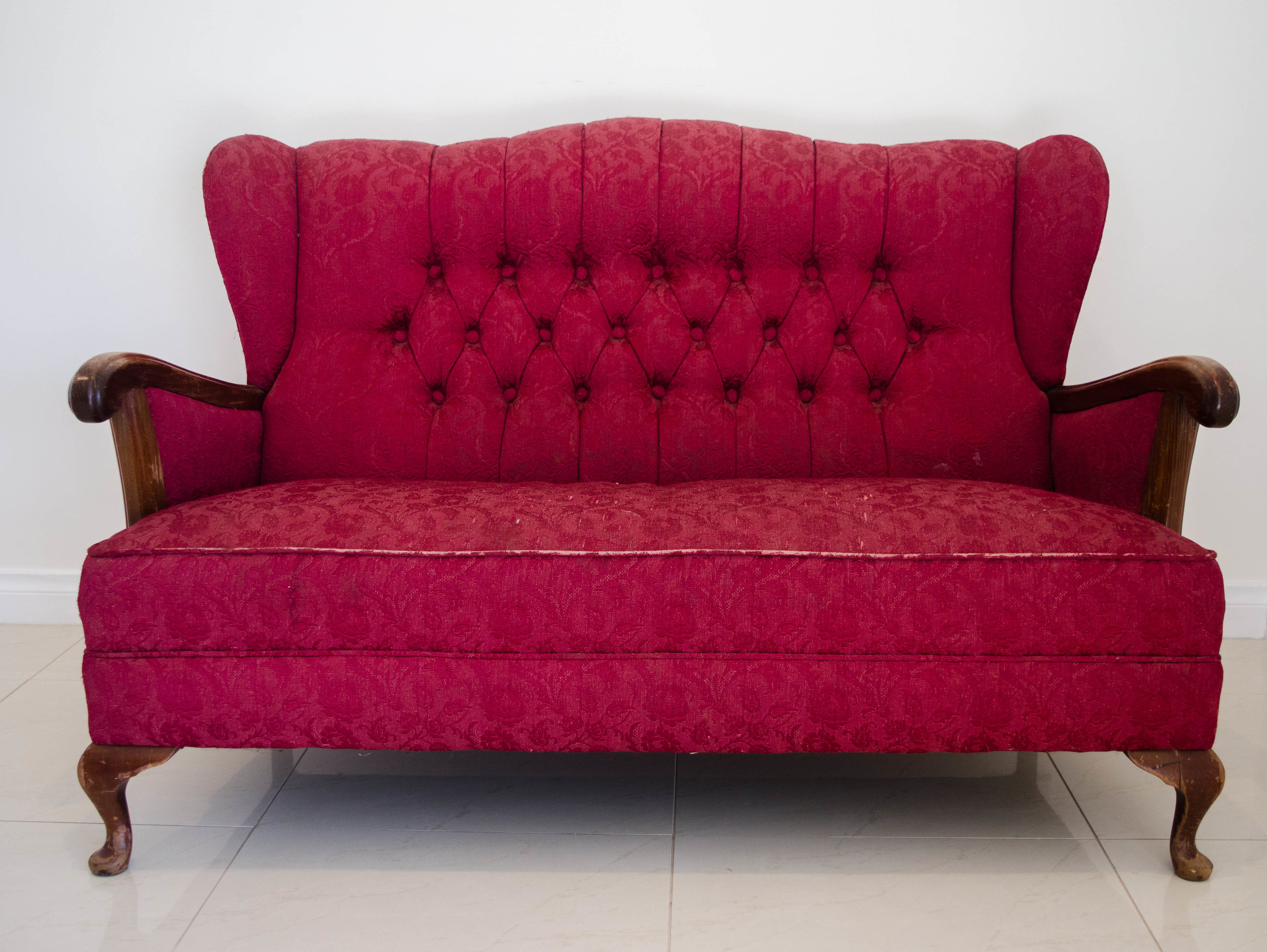 Juliet Red Lounge   $120.00 + GST (3-DAY HIRE)                                            QUANTITY: 1