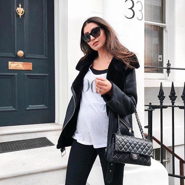 @tijanserena väntar sitt första barn och gör det definitivt med stil 👌🏼✨ Här i en härlig outfit som både ser bekväm och snygg ut! #bumpstyle #gravidmode #bf2018 #gravidstil #gravidmage #maternitystyle