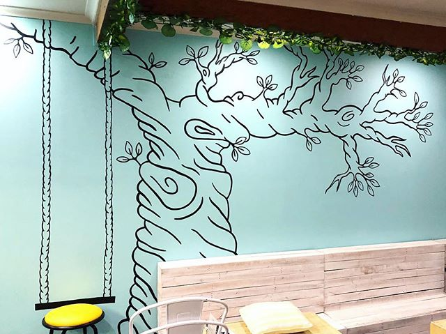 🌿 Two nights, approximately 12 paint markers, one sore neck and one sore arm later - it's done!  Head down to @littlemisssaine to have a look at the newest wall addition and have a swing 🌱🖍