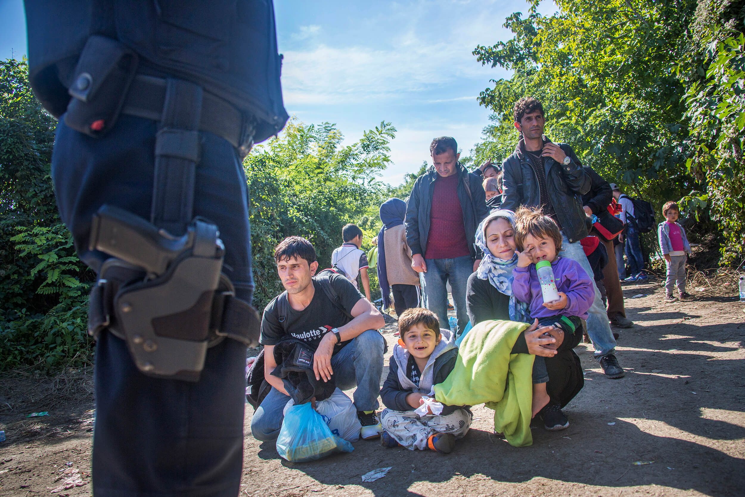 Serbia. October 2015. Mal and Mitra Jelali, från Afghanistan, with their two children, 9 month and 3 years, waiting at the Serbian/Croatian border.