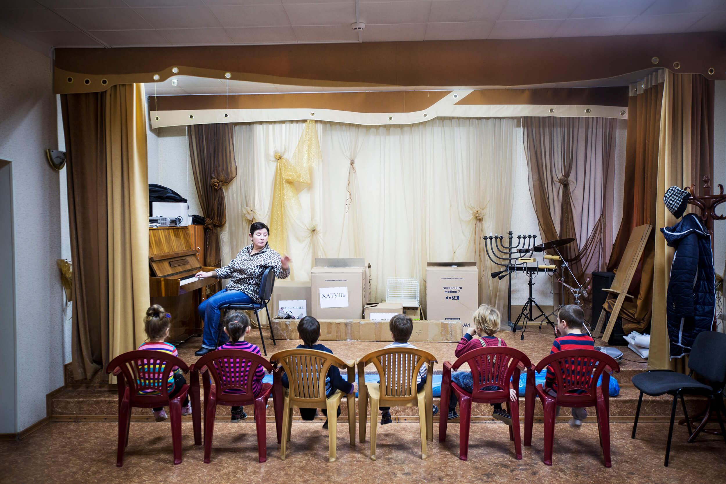 Raisa is a song teacher at the Jewish kindergarten in Simferopol.
