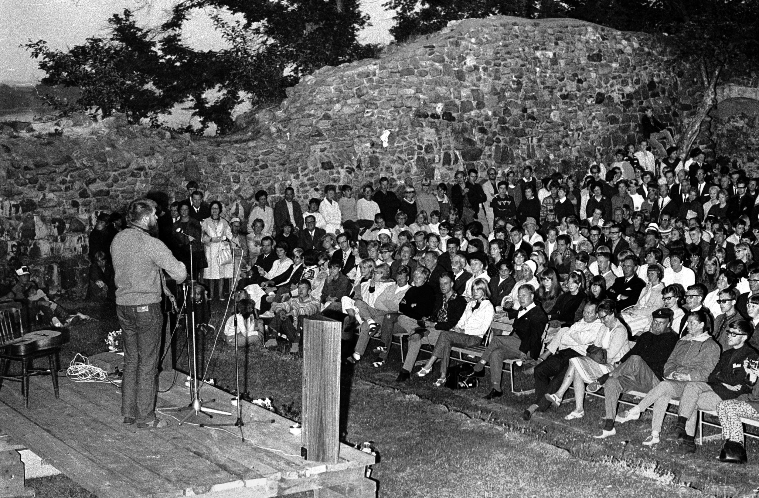 1966-5 LF publik.jpg