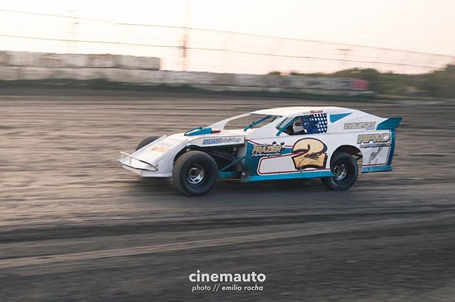 What's Rustin's favorite part about dirt track racing? Slinging it in the corners, pushing the car to its limits. // 📷 @dasemilioo // cinemauto.com