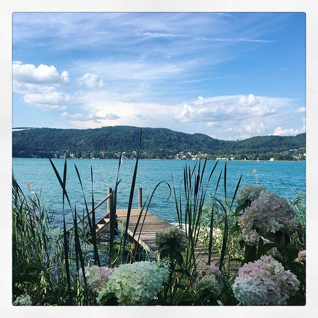 Sommerurlaub on Wörtersee #lakevibes #wörtersee #carinthia #seehaus #lakehouse #kärnten #summerdays #inspiration #sarettatravel #sarettalifestyle #sarettajewellery