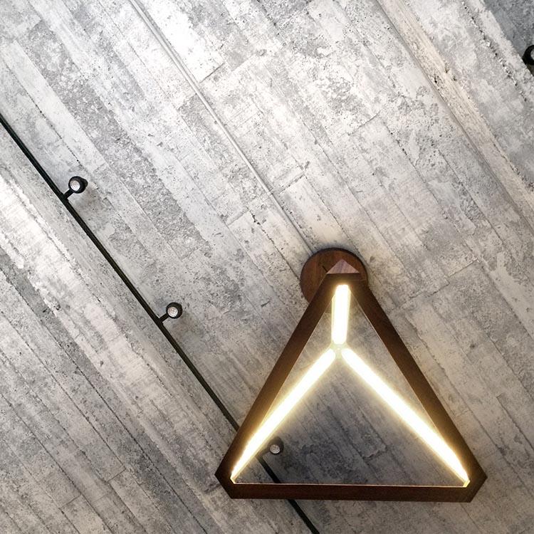 TETRAHEDRON LIGHT