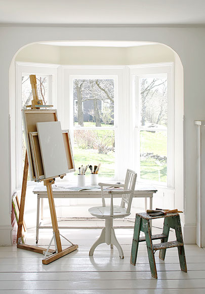Benjamin Moore - Simply White (on trim)