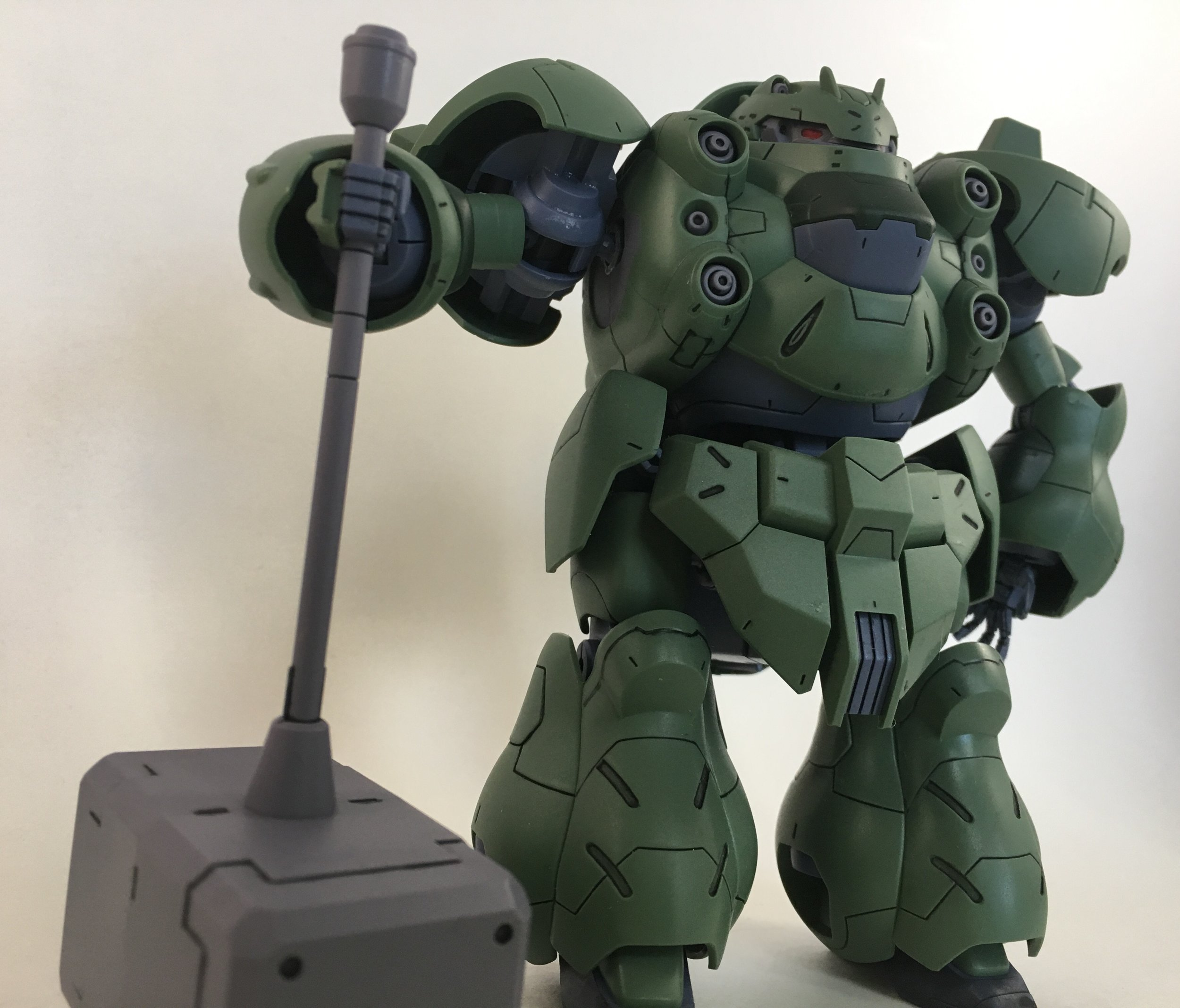 """Can't have a Gusion photo set without the """"Thor"""" hammer pose."""