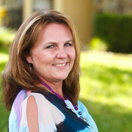 Lisa Hannon (Owner of Mrs. Grout) | MrsGrout.com
