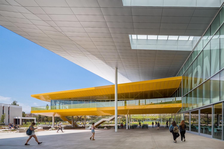 003 Los Angeles Valley College.jpg