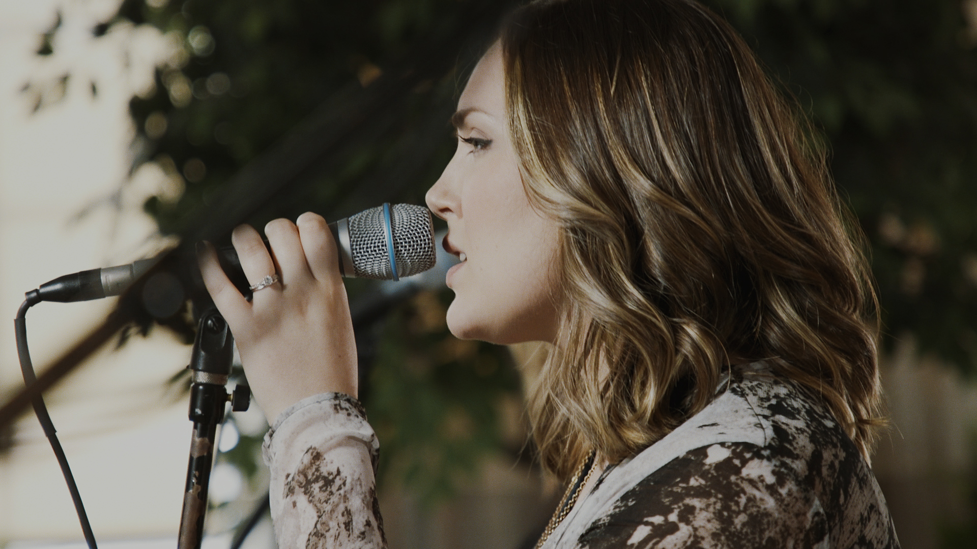 Julia Shuman, lead vocalist for the band Tell Scarlet