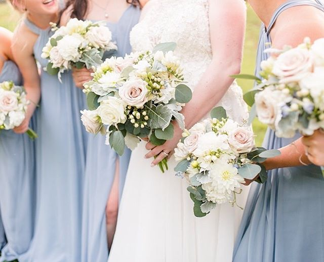 Love this soft blue and blush color palette from Kati and Tim's wedding💕