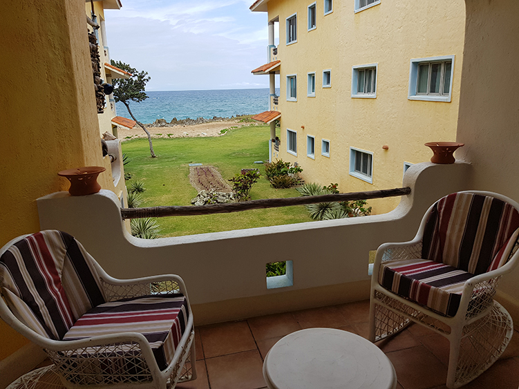 ONE BED ONE BATH SECOND FLOOR OCEANFRONT CONDO ( D2 )