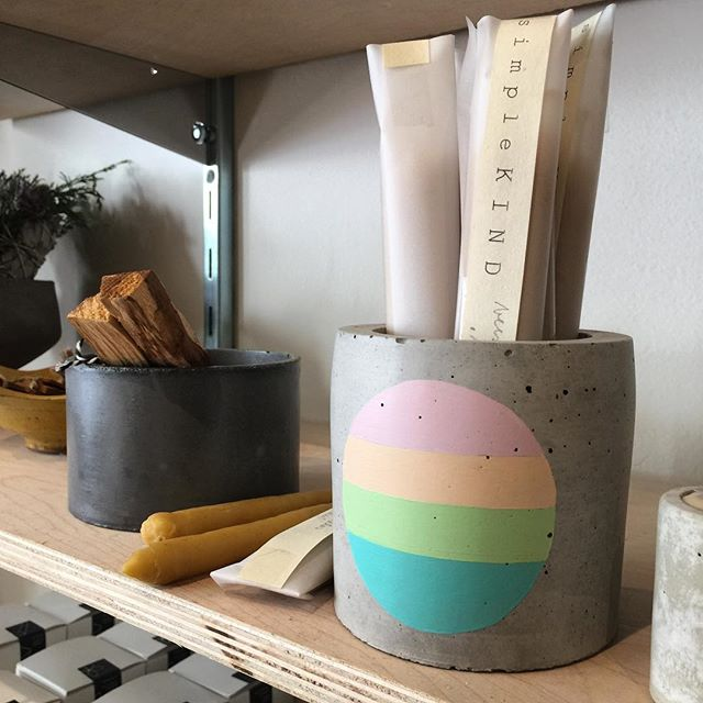 A little concrete and candles on a Tuesday. . . . . #candles #simplekind #dieheartboutique #settlewell #concreteplanter #concrete #thisisdtla #giftshop #chicgifts #homedecor #matterandbone