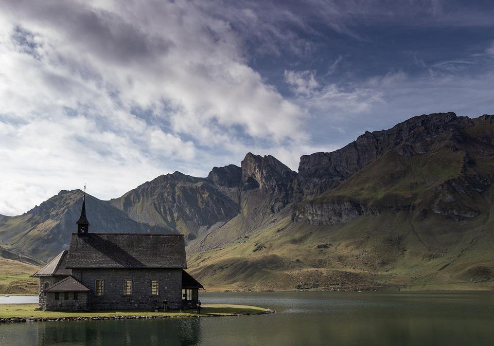 chapel-4245437_960_720.jpg