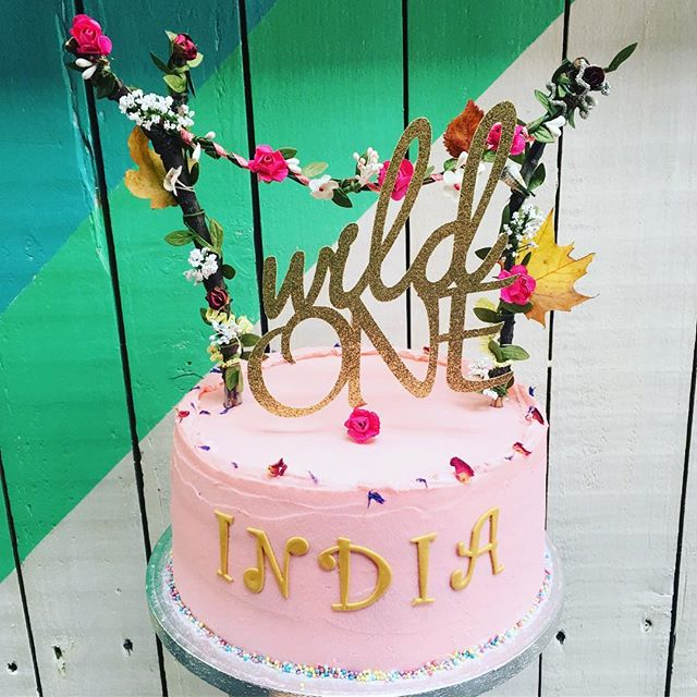#happysunday with this #bohemian #wildone #firstbirthday #birthdaycake #vanilla #raspberryjam #fluffy #buttercream #nuvolalittlebakery #alittlebakery @tootingmarket #london • • • #birthday #cake #vanillasponge #birthdaygirl #firstborn #flowers #autumn #nature #simple #yummy #cakes #instacake #instagood #cakesofinstagram