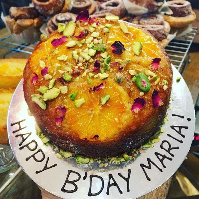 When you #love someone you #celebrate with #yummy #delicious #cakes this is a #glutenfree #orange #almond #cake @tootingmarket #nuvolalittlebakery #alittlebakery • • • #birthday #birthdaycake #happiness #bekind #gift #instacake #cakesofinstagram #tooting #london #xmas