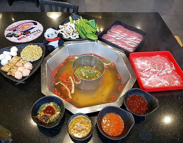 #cheapeats in #thailand ... #hotpot #buffet 😍🤤🥘😍🤤🥘😍🤤🥘😍🤤🥘😍🤤🥘😍🤤 . . Pictured is no.1 of 4 rounds of food 😂 I loved the variety of meat, seafood, veg, noodles and fishballs.. plus the massive sauce section where you could mix and match to make your own dipping sauce. You also get to choose two soup flavours - I chose tom yum (middle section) and Chinese herbal medicine (outer ring) .. very good contrast of flavours! @evaime_shabushabu was a lovely find inside @iconsiam and I wish I could have this again.. why is hotpot buffet in London so expensive 😑😑😑😑 . . #thegreedypanda #thegreedypanda_bangkok #thailand #bangkok #food #foodpics #picoftheday #foodreview #foodbloggers #foodheaven #londonfoodbloggers #londonfoodie #eater #buzzfeast #eeeeats #eatfamous #forkyea #cameraeatsfirst #holiday #streetfood #thaifood #thaifoodstagram #thaifoodlover