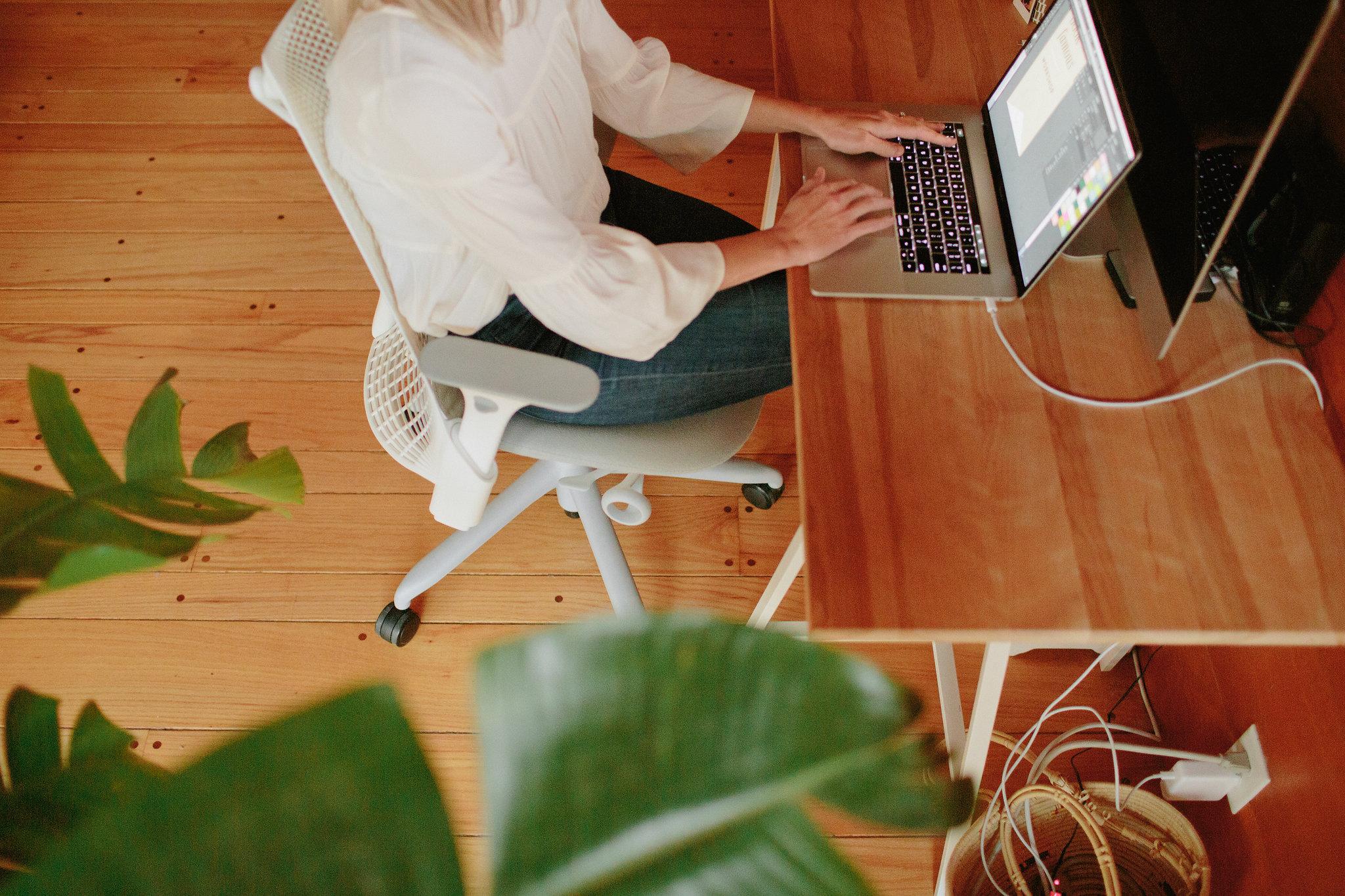 mara-dawn-desk
