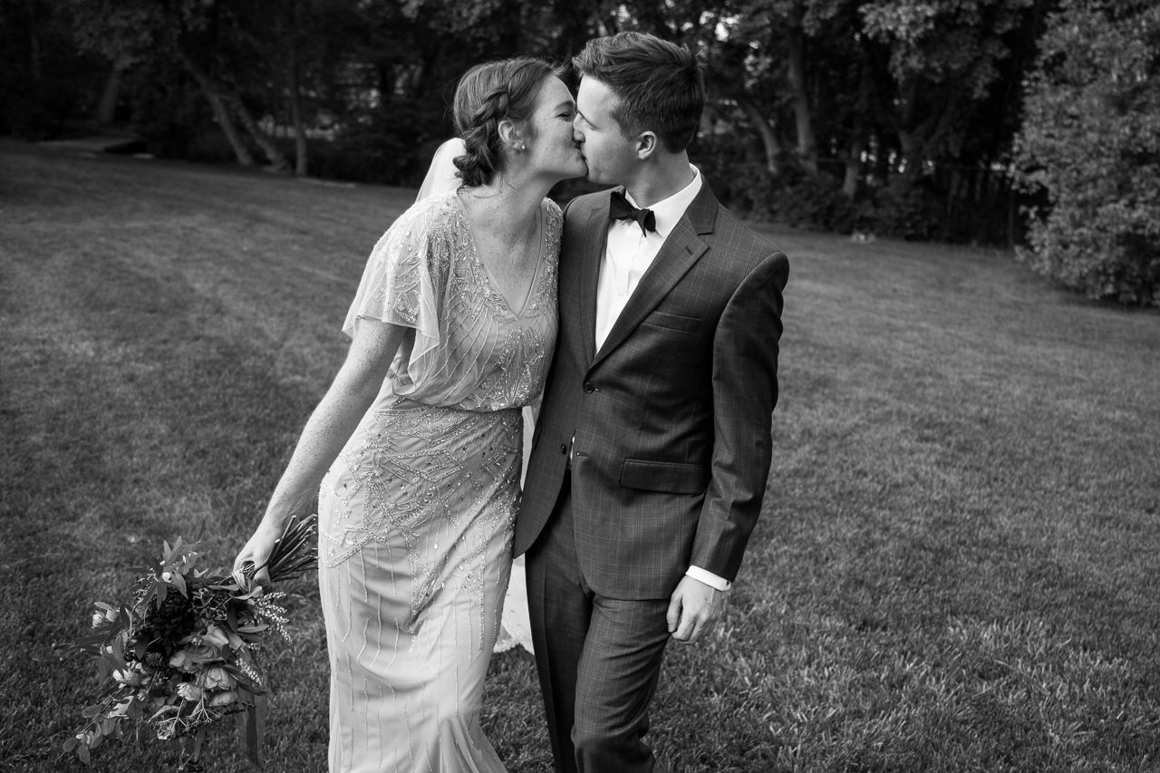 documentary style wedding pictures