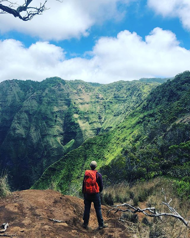 This is where I'd like to be. Atop the ridges of waimea canyon. @forthrightphoto for the photo.