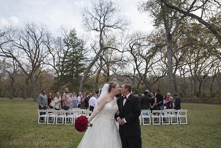 austin-wedding-photos-by-martina-chateau-on-the-creek-19.jpg