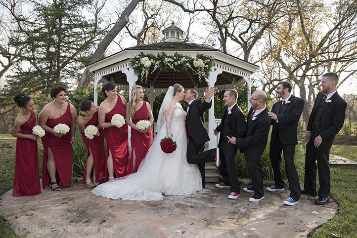 austin-wedding-photos-by-martina-chateau-on-the-creek-22.jpg