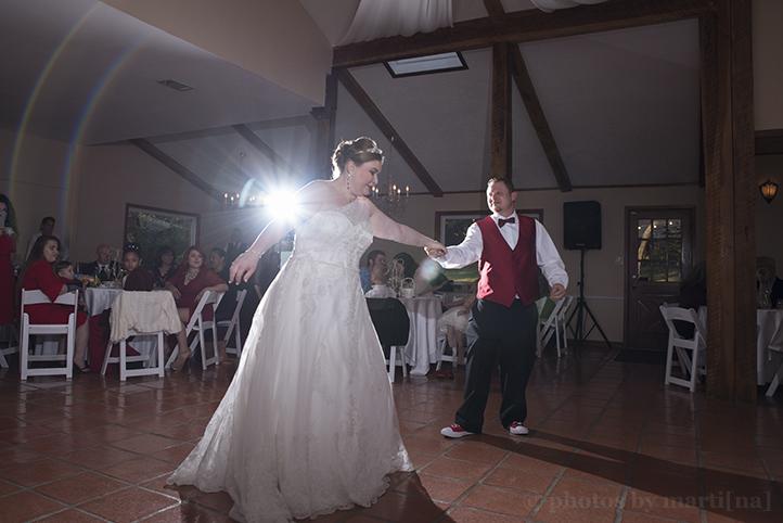 austin-wedding-photos-by-martina-chateau-on-the-creek-24.jpg