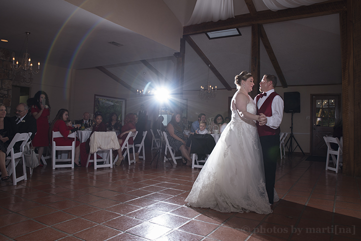 austin-wedding-photos-by-martina-chateau-on-the-creek-25.jpg