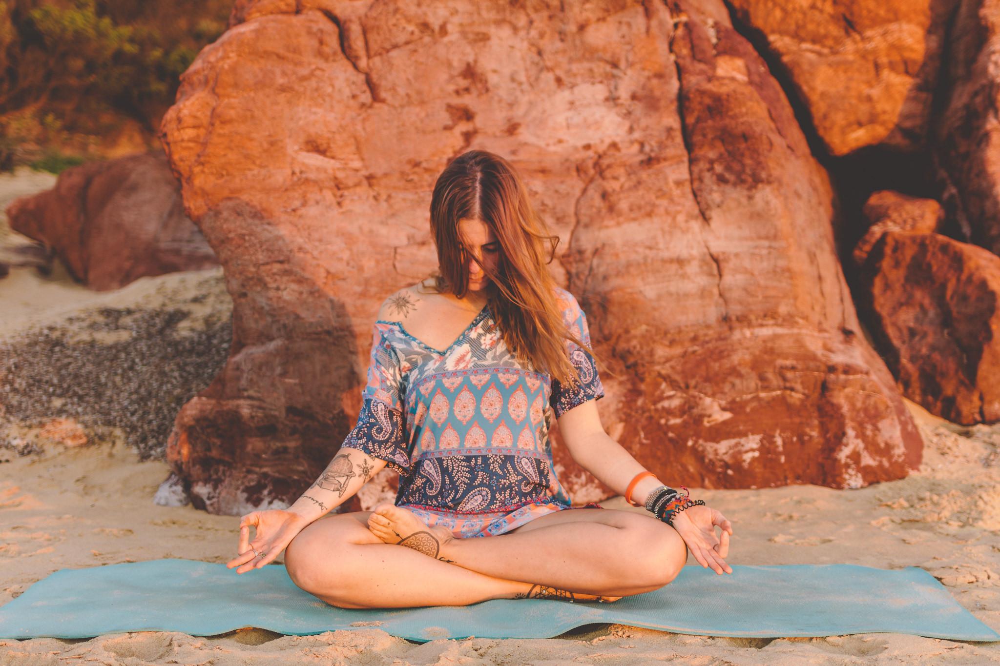 Meditation_sitting_pose_siddhasana_yoga_Gloria.jpg