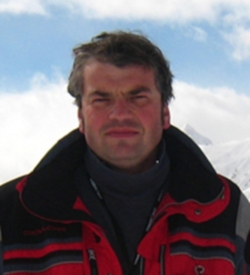 Dmitri Basov     Higgins Professor of Physics    1107 Northwest Corner, Mail Code: 5255 Tel: (212) 853-1320 Email:  db3056@columbia.edu  Website:  infrared.cni.columbia.edu