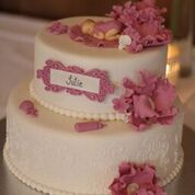 Kaken er laget av Bakverket i Elverum. v.Susann Skjæret tlf 99 45 66 95 /e-mail  susannskj@hotmail.com