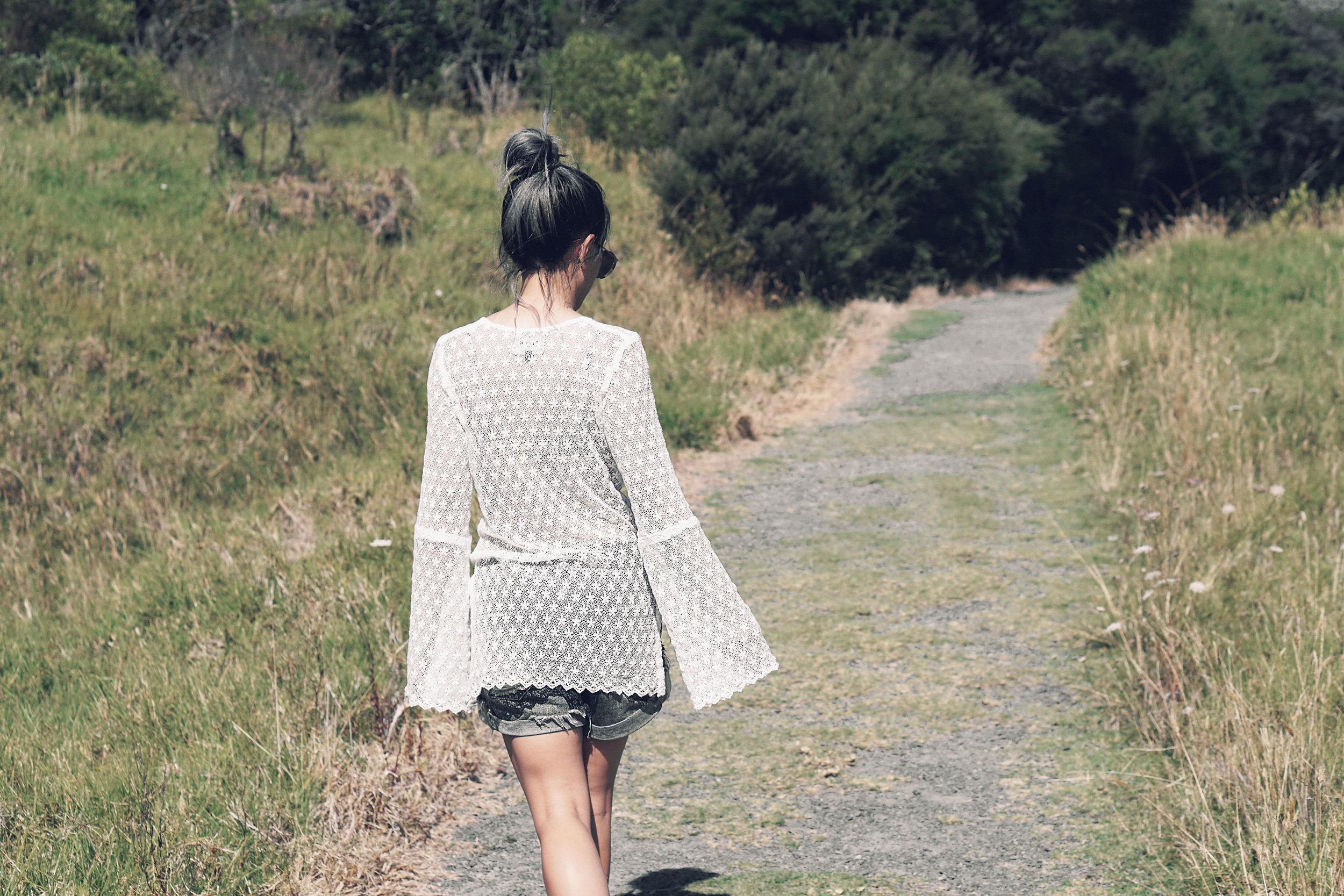 Vikkipedia-Staycation-Auckland-1-Blak-Lace-Img2-3x2.jpg