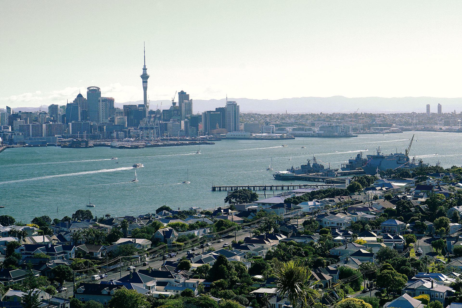 Vikkipedia-Staycation-Auckland-2-Blak-Frilly-Img1-3x2.jpg