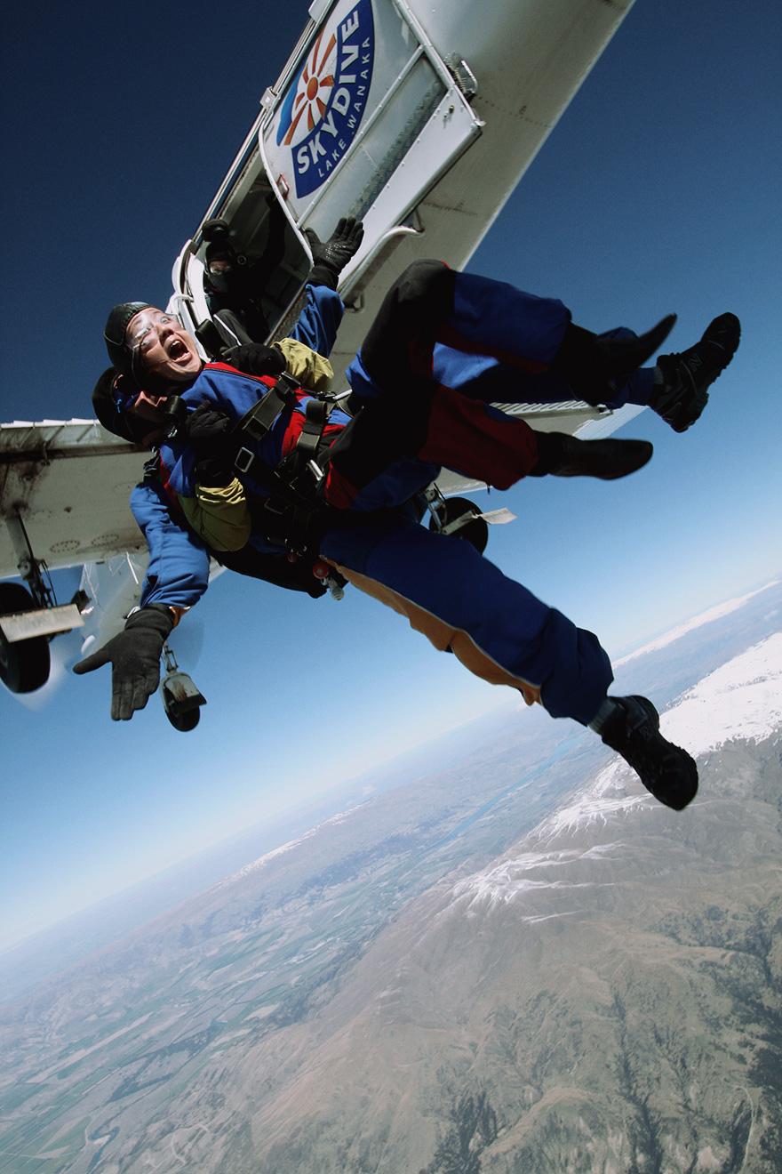 Vikkipedia-GreyHair-Img27-Plane.jpg