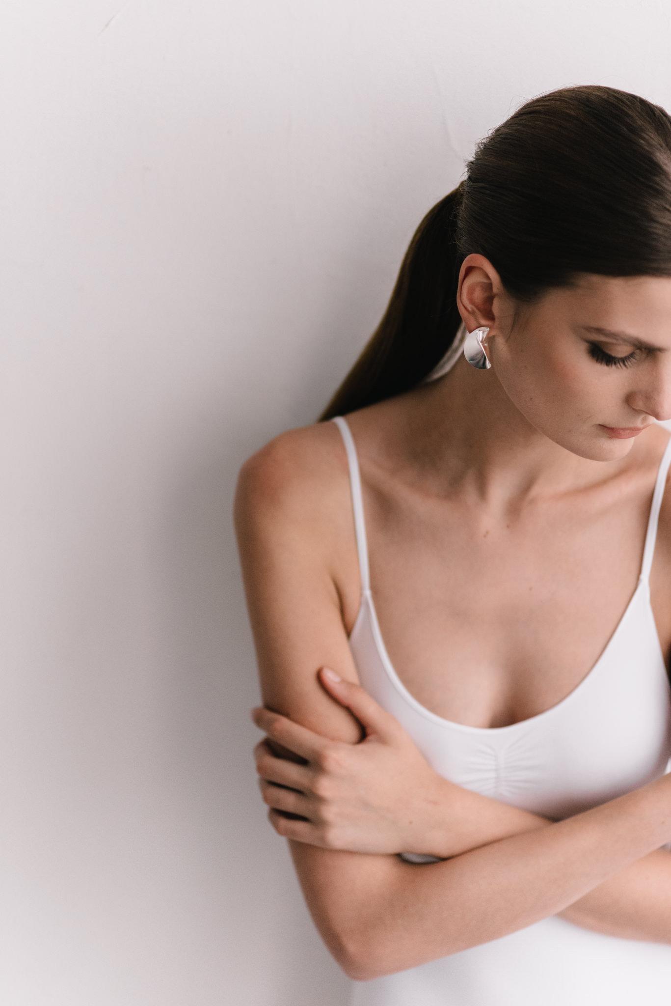 parisian-inspired-blog-mariagemaisonsabben-accessoires-mariee-boucle-doreille-hemisphere-2.jpg