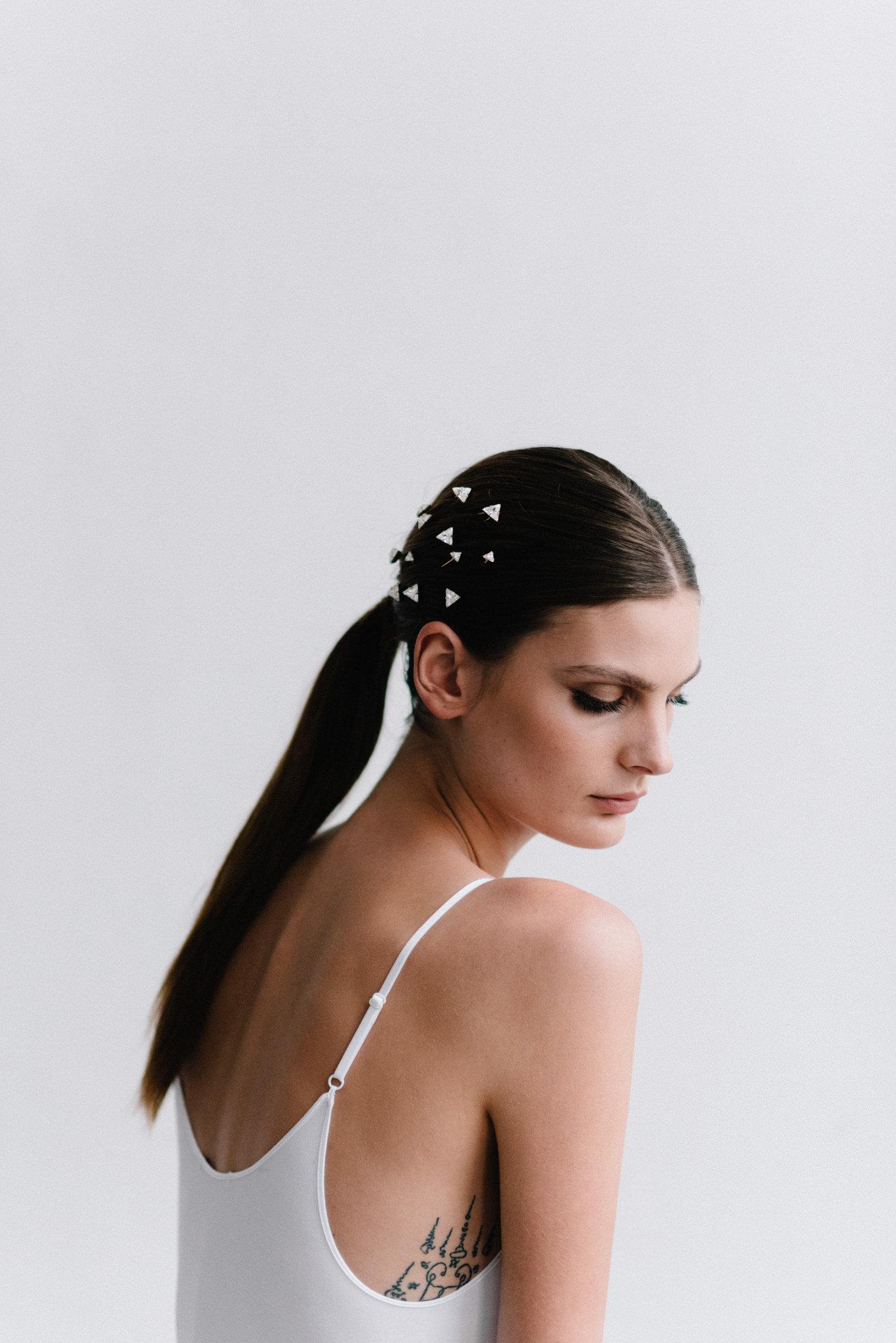 parisian-inspired-blog-mariagemaisonsabben-accessoires-mariee-pics-chignon-comete-5.jpg