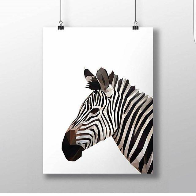 Zuperfin zebra! Nytt från @charlottahelgesson från @10and9design  #ramar #tavlor #lowpoly #lowpolyart #konst #art #prints #frames #zebra #Ramhörnan
