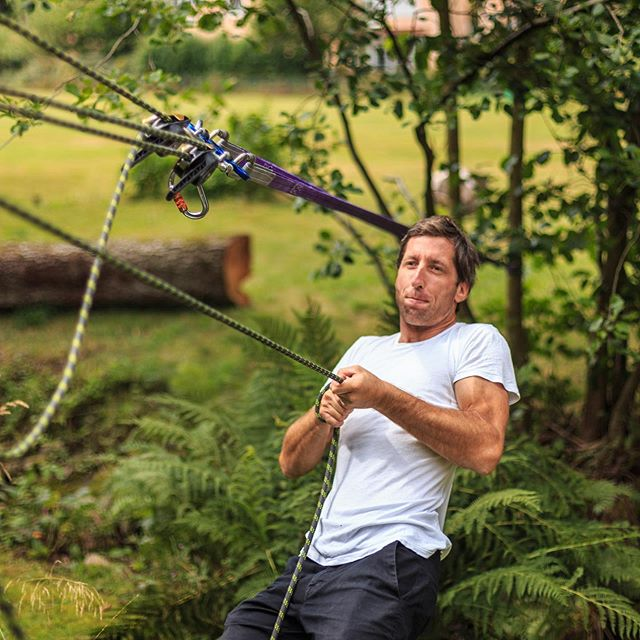 Weekends are for visiting friends, building tension lines and throwing the kids down it! (Marlow Protec 500 with 49.1kN Breakload is a tensionline monster!) . . . . . #friendsandfamily #weekend #freetimefun #homemadeziplines @kulcsars_design #lifeonmarlow #marlowropes @marlowropes
