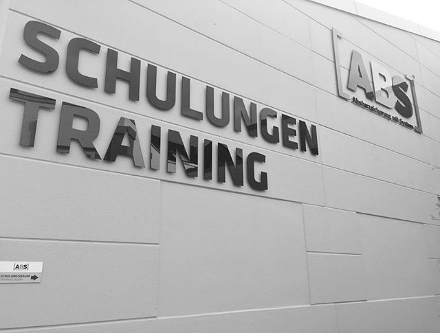 Ausbildung zum Fachkundiger für Montage, Wartung und Überprüfung von ABS Absturzsicherung.  This was a very well presented training course for the installation and inspection of ABS Fall Protection Anchor Systems. A lot of information and a solid range of products topped off with the ABS Lock Book digital software for documentation of installation, maintenance and inspection is going to make life very easy. . . . . . #absturzsicherung #lehrgang #fachkundiger #höhenarbeit #höhensicherheit #industriekletterer #dachdecker #seilzugangstechnik #anschlagpunkte #fallprotectiontraining #fallprotectionsystems #fallprotection #heightsafety #safetyatheight #anchorsystems #fallarrestsystems #ropeaccess #ropeaccessgermany #workatheight #trabajosenaltura #seguridadenalturas #proteccionanticaidas