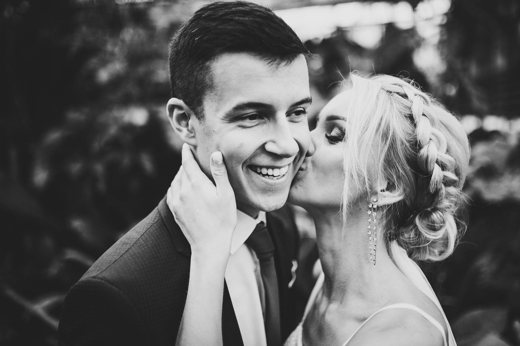 Posing Tips for Looking Like a Model in Your Wedding Photos // Toledo Wedding Guide