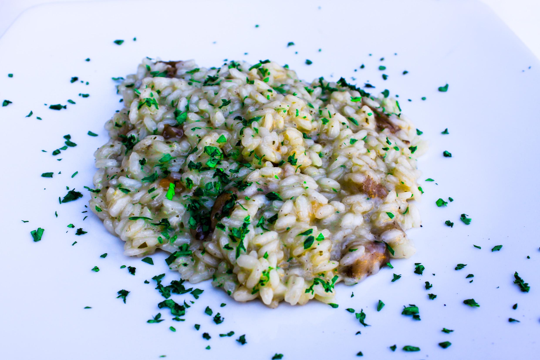 Risotto ai porcini toppad med persilja. Porcini är i själva verket Karl Johan svamp för dom som inte visste det.