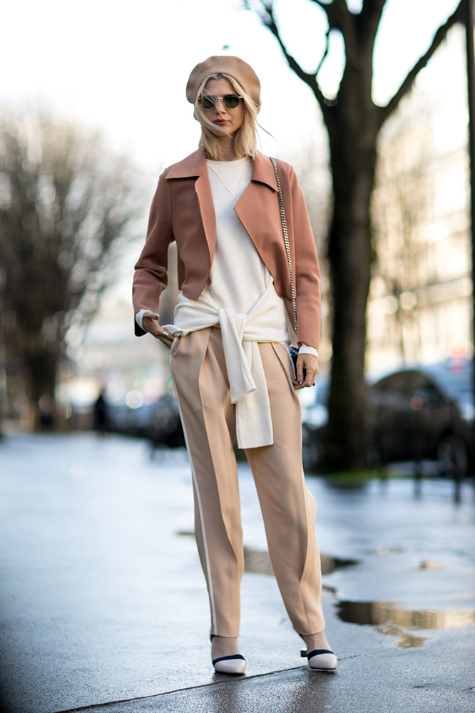 dusty-rose-coat-beige-pants-beret-street-style.jpg