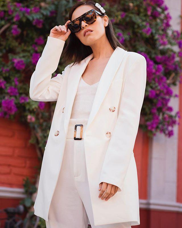 #StradaLooks✨All in white for summer� No les había dicho pero este outfit fue idea de mi 👰� jajaja ella escogió todito 👀 y la inspiración fue uno de los looks de @dulceida 🙊 ¿Ustedes buscan inspiración para sus outfits?👀 #stradablogmx . . . . . . #streetstyleph #streetstyleblog #girlbossstyle #womansuitstyle #womansuit #womansuits #bloggerpoblana #streetstyleph #streetstyleoutfit #dailylooks #stradilooks #whattoweartowork #fashioncontent #personalstyleblog #tipsdemoda #imageconsulting