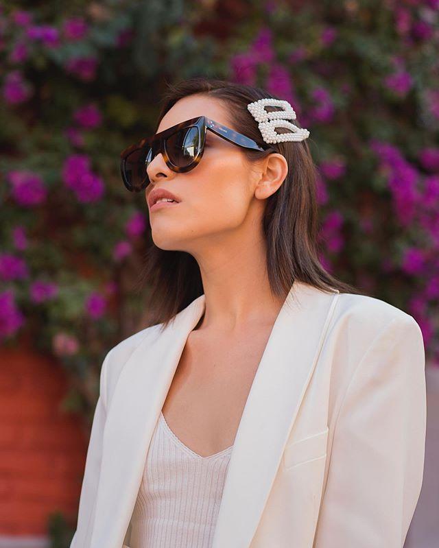 ✨All about details ✨¿Les gusta que haya regresado la tendencia de los #hairpins? � También se vale odiarla jajaj ese día nos pusimos creativos, así que les dejo más fotitos de este look 💖 #stradalooks . . . Photos by @jesusfloresphoto . . . #stradablogmx #girlssuits #girlstylelook #mondayoutfit #tipsdemoda #outfitsdaily #fashionstreetstyle #dinoallookgodinez #fashionconsultant #imageconsulting #streetstyleoutfit #mondaylook #workinggirloutfit #whattoweartowork #streetstyleph #bloggerpoblana