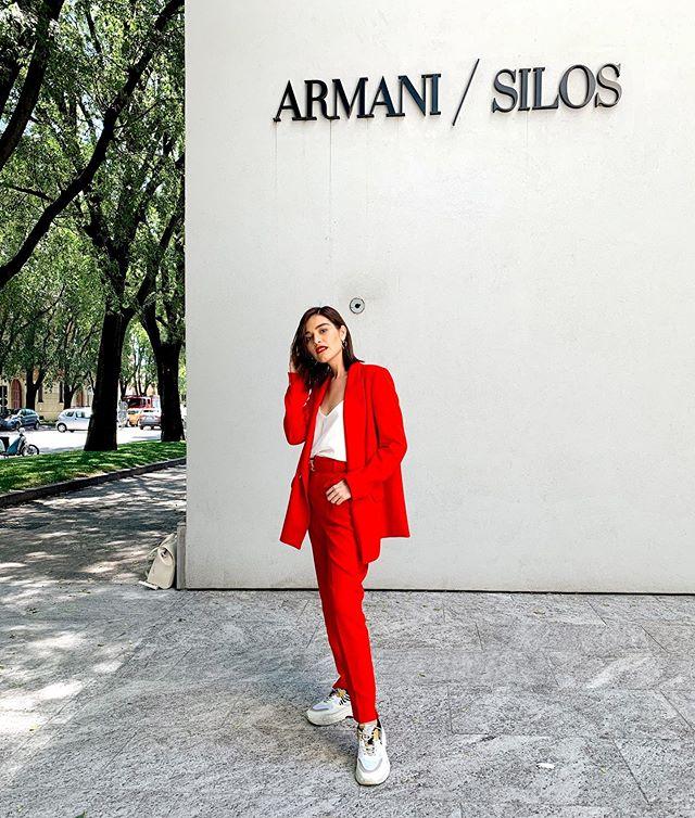 Suit addiction�� Me vestiría así todo el resto de mi vida � Aprendiendo mucho y preparando mucho contenido para el blog y igtv ✨wait for it!🙌� #stradagoestomilano . . . . . . #stradablogmx #globalfashiontravels #milano #armani #armanimilano #travelmilano #fashionstylist #milan #streetstyleinspo #armanisolis #armanimuseum #personalstyleblog #streetstyleph #styleblogger #stylingblogger #womansuitstyle #contentcreators