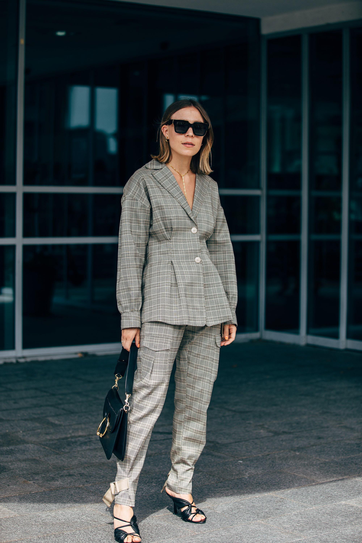 Girl boss - Para encontrar el fit perfecto de tu suit, fijate que el corte y el largo de tu traje vaya acorde a tu peso y estatura.
