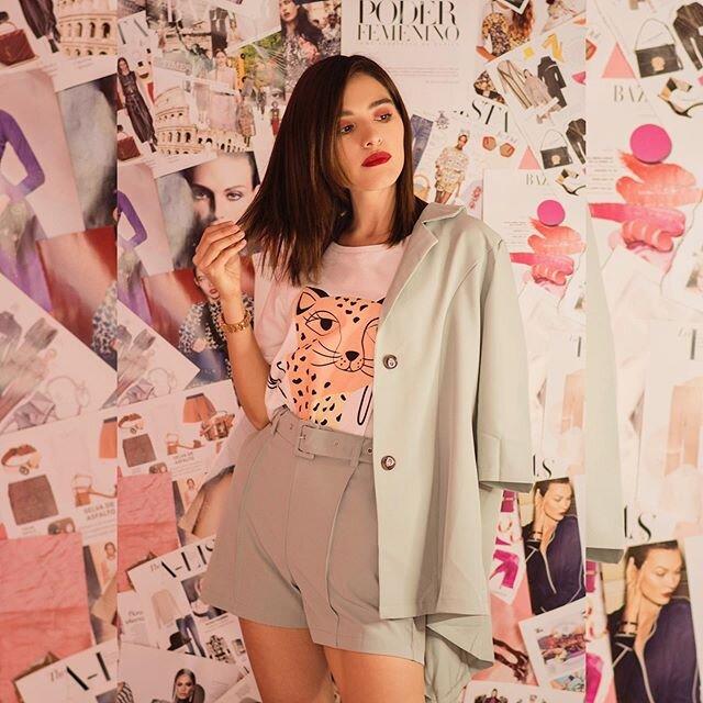 "#𝐒𝐭𝐫𝐚𝐝𝐚𝐋𝐨𝐨𝐤𝐬✨ ¿Outfit para reunión en zoom? 👩🏻💻 jajaja esta pandemia pasará y pues seguiré dándoles inspiración de outfits.🤩 Acuérdense que con mi código ""SHS138"" tienen 15% OFF en @shein_mex @sheinofficial #SHEINgals  S𝐇𝐎𝐏 𝐌𝐘 𝐋𝐎𝐎𝐊:  Set de blazer + short : http://shein.top/t2gg2iv ✨ LINK IN BIO . . . . . . #stradablogmx #moda #blogpersonal #asesoriadeimagen #tipsdemoda #stylingtips #girlboss #cuarentena #imagenpersonal #girlpower #sheinofficial #shein #stradatips✨"