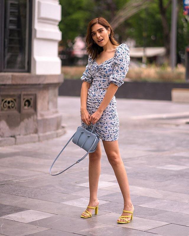 #StradaLooks✨¡Regresan mis looks de street style! 🤩 Conjuntitos + mules = el look perfecto para verano. ¡Con 👟 también se vería 🐩 pero estos mules de @styleapartmentshop son mi obsesión! 🤤 ¿Con qué lo usarías tú?😏  . . . 𝐒𝐞𝐭 @stradivarius  𝐒𝐡𝐨𝐞𝐬 @styleapartmentshop  𝐁𝐚𝐠 @zara . . . #stradablogmx #stradilooks #stradivarius #zara #stretstyle #imagenpersonal #asesoradeimagen #asesoriadeimagen #moda2020 #consultoriademoda #marcapersonal #styleapartmentgirls