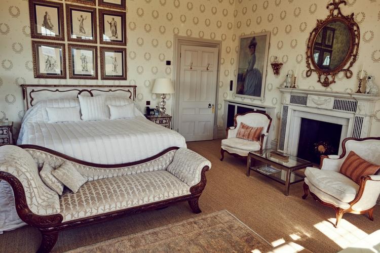 A Royal Room
