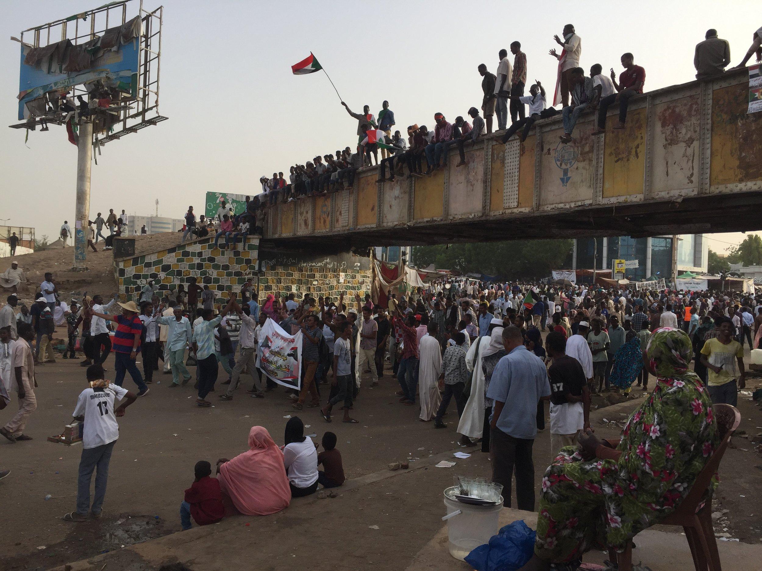 manifestants sur le sit in de khartoum.jpg